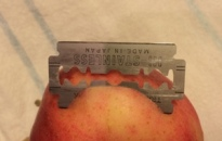 razor blade in apple small