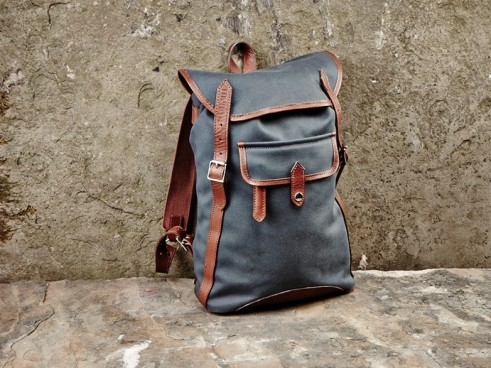 monty_mens_backpack_canvas_leather_frontview_2