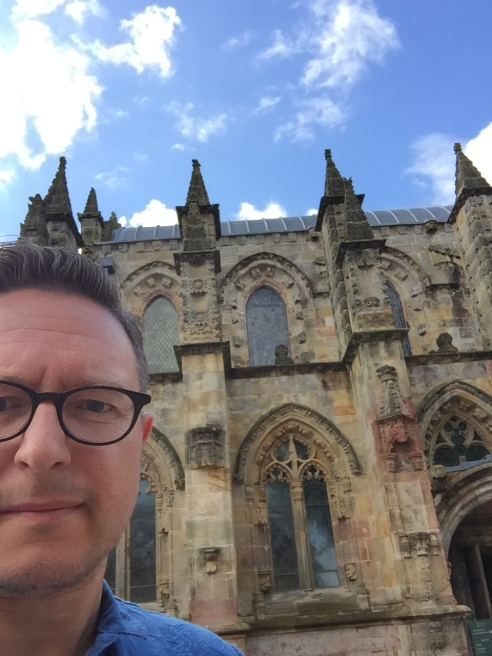 Here I go again, reducing the historical, aesethical and historic impact of historic monuments by using them as a selfie background.